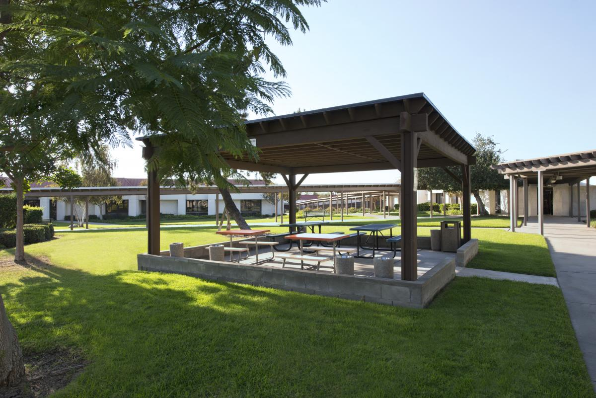 Aurora Charter Oak - relaxation picnic area